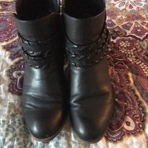 Black short boot